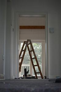 ein schlüsseldienst bei der renovierung